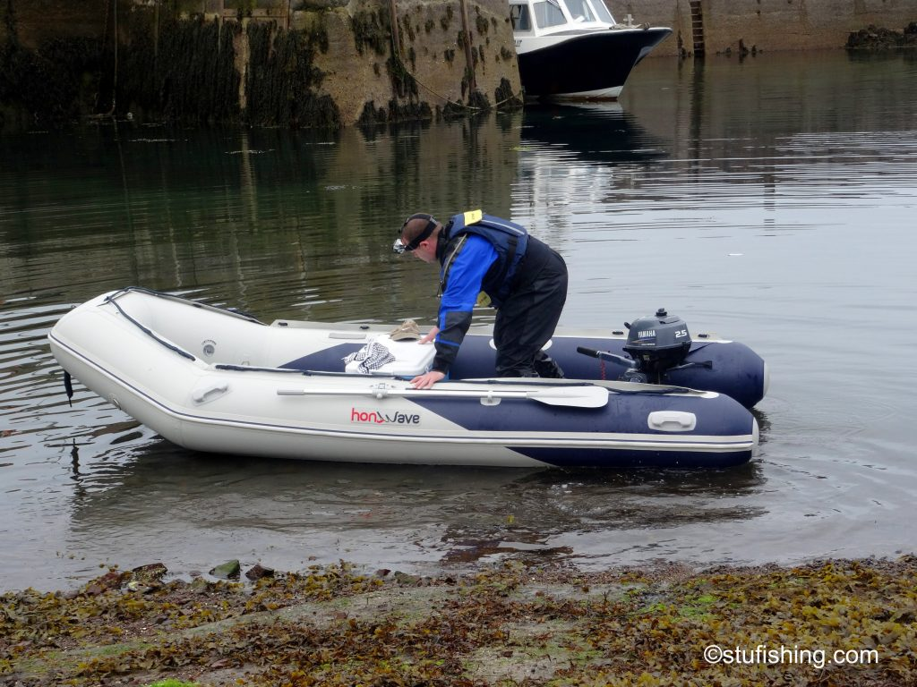 Honda Honwave T38 inflatable boat setting off